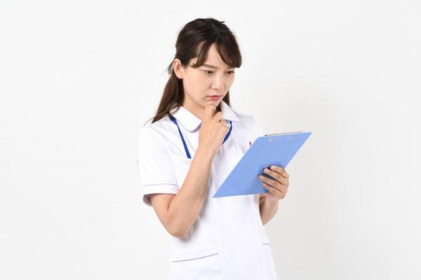 転倒予防策が不十分だった患者が、車椅子の横で尻餅をついていた|看護師インシデントアンケート イメージ